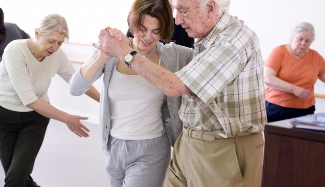 Proiect inedit la Constanța. Bolnavii de Parkinson, recuperați  prin… dans - parkinsoninpasidedans3-1495038458.jpg
