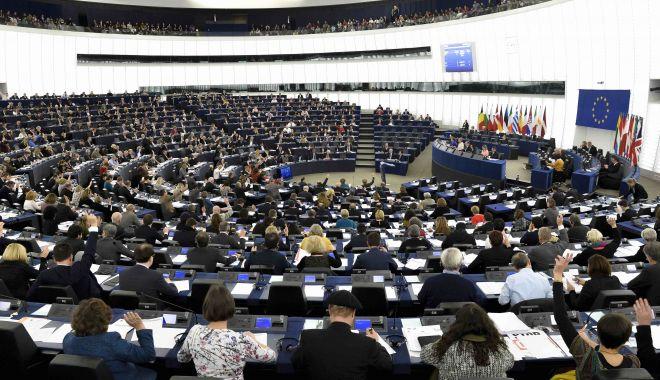 """Foto: Parlamentarii europeni promit să respingă orice acord de Brexit fără o clauză tip """"backstop"""""""
