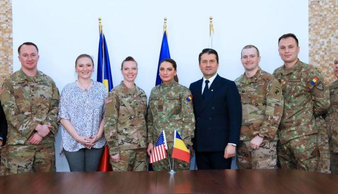 Foto: Militari americani, în vizită la Primăria Constanța