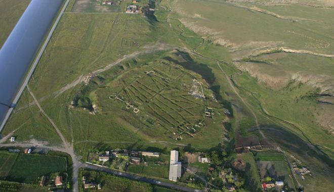 """Foto: """"Patrimoniul arheologic este insuficient evaluat și siturile sunt afectate constant"""""""