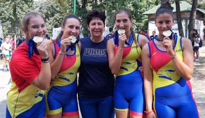 Patru medalii pentru CS Știința, la Campionatul Balcanic de canotaj pentru juniori - patru-1568751165.jpg