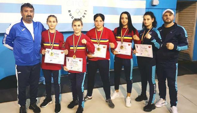 Patru titluri naţionale pentru CS Năvodari, la CN de box feminin - patru-1605112698.jpg