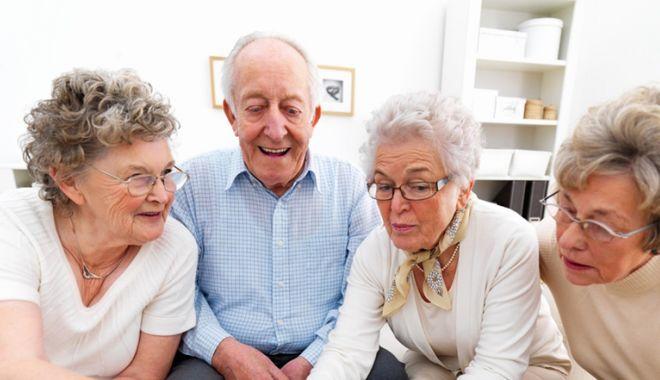 Pensionarii constănțeni, așteptați cu dulciuri la Casa de Pensii - pensionari1487955792-1569924349.jpg