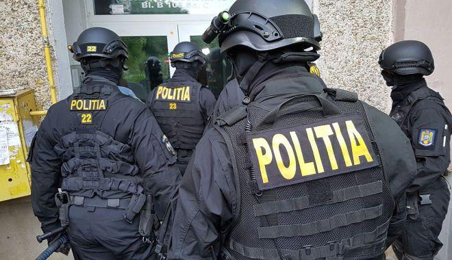 Foto: Rețea de contrabandiști, pe Dunăre. Zeci de percheziții, ieri, la Constanța