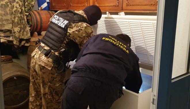 Foto: Percheziții la contrabandiști. Cum aduceau marfa în țară