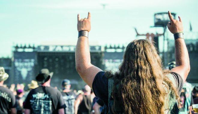 Foto: Doi bătrâni dispăruți de la un azil, găsiți la un mega-festival de muzică heavy metal