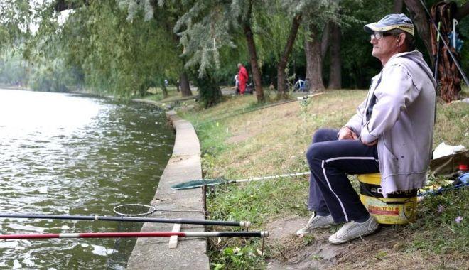 Reguli și măsuri noi pentru pescari. Nu au voie să socializeze și să consume alcool - pescuit-1591107587.jpg