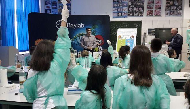 Peste 6.000 de elevi au descoperit știința în Laboratorul de Științe Bayer 2019 - peste6-1559506150.jpg