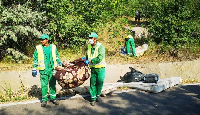 Foto: Peste patru tone de gunoaie, strânse de pe valea portului, în Constanța