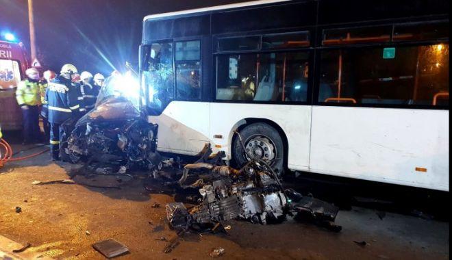 Mașină lovită de autobuz! Doi morți și un rănit - petricaniaccident2279453600-1548230382.jpg
