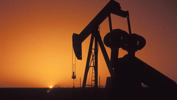 Foto: Prețul petrolului scade puternic din cauza temerilor legate de Grecia și economia Chinei