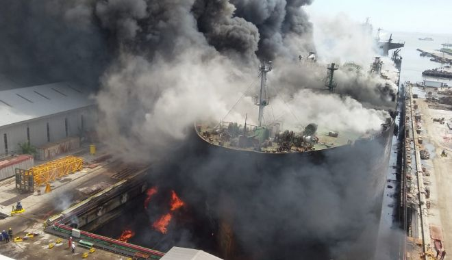 """Foto: IADUL pe pământ! Primele rezultate ale ANCHETEI în cazul incendiului de pe petrolierul """"Jag Leela"""""""