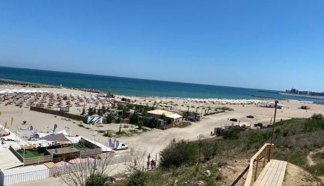 Foto: GALERIE FOTO / Poliția cere restricționarea accesului autovehiculelor pe plajă, în cartierul Faleză Nord