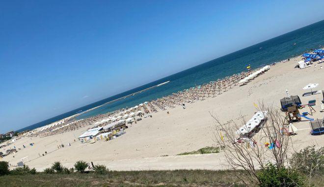 GALERIE FOTO / Poliția cere restricționarea accesului autovehiculelor pe plajă, în cartierul Faleză Nord - photo202007121639191-1594626240.jpg