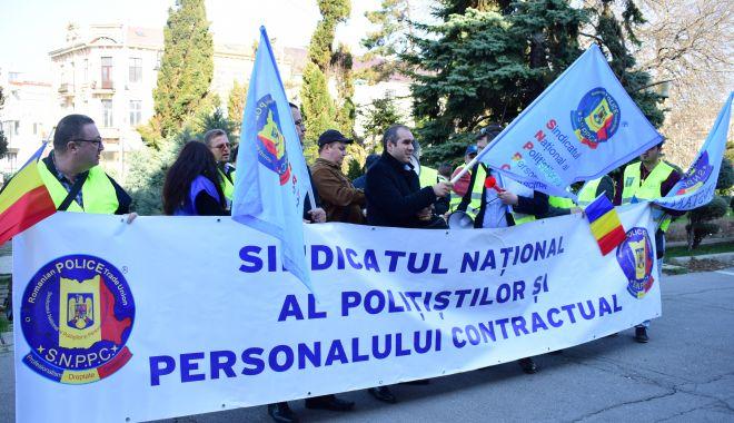 Polițiștii au început protestele: astăzi, pichetează sediul MAI - pichetarepolitisti-1583183659.jpg