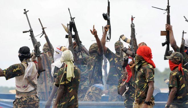 Foto: Pirații nigerieni  au răpit  11 marinari  de pe un portcontainer