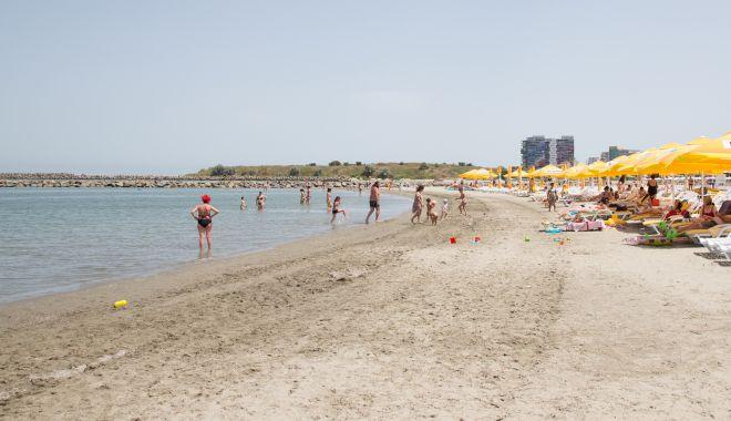 De la 1 iunie, pe plajele concesionate se merge cu rezervare. Ce condiții vor respecta salvamarii - plajamamaiasudapamica-1590821251.jpg