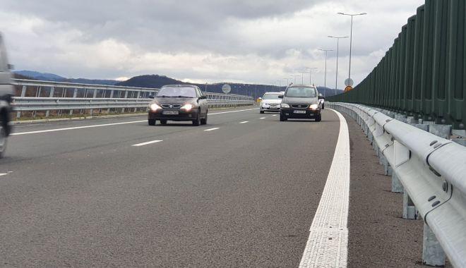 Plecați la drum? Grijă mare pe șosele! Drumarii împrăștie permanent material antiderapant - plecatiladrum-1578310492.jpg