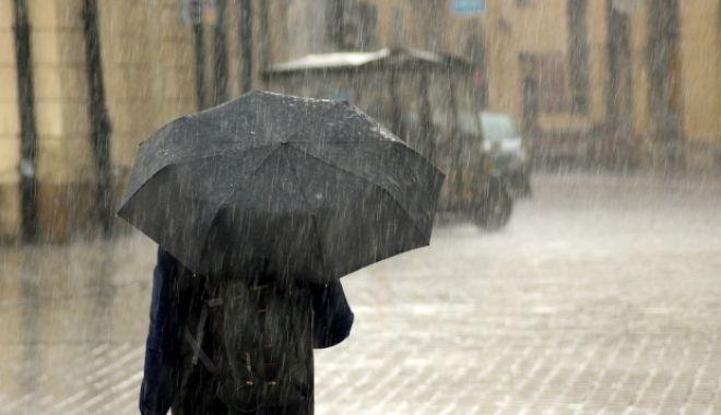 Foto: COD GALBEN de ploi torențiale, la Constanța. Unde puteți suna, dacă aveți probleme