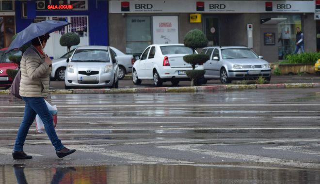 Ploi slabe şi temperaturi scăzute, la Constanţa - ploaie2-1604948089.jpg