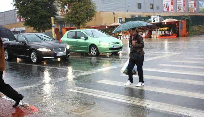 Ploaie puternică, miercuri, la Constanţa - ploaieputernica-1605638010.jpg