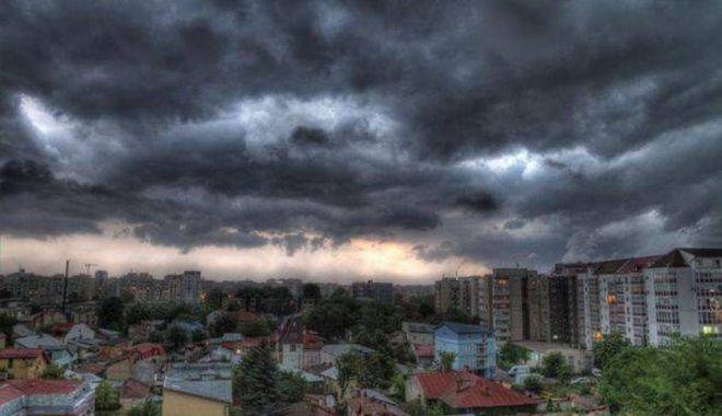 Foto: Furtuni, vijelii și răcoare, la Constanța. O nouă avertizare de la meteorologi
