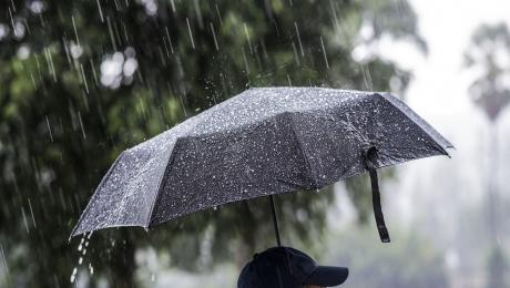 COD GALBEN ploi și vijelii în aproape jumătate de țară. Ce zone intră sub avertizare ANM