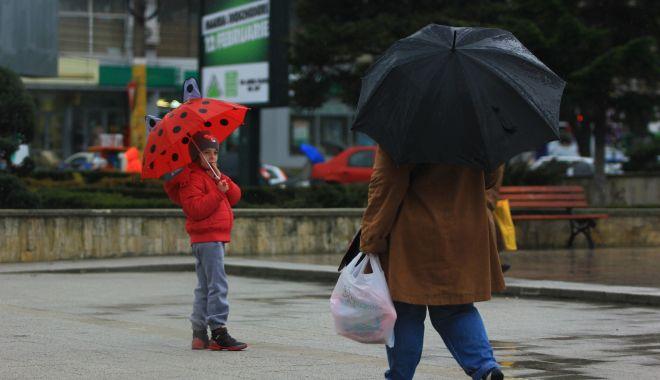 Ploi şi frig, de astăzi,  la Constanţa - ploisifrig-1603989791.jpg