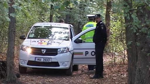 Foto: O adolescentă, dată dispărută de acasă, a fost găsită spânzurată în pădure