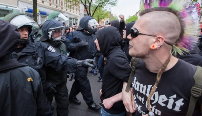 Foto: Poliția germană devine high-tech pentru a stopa cântecele neonaziste