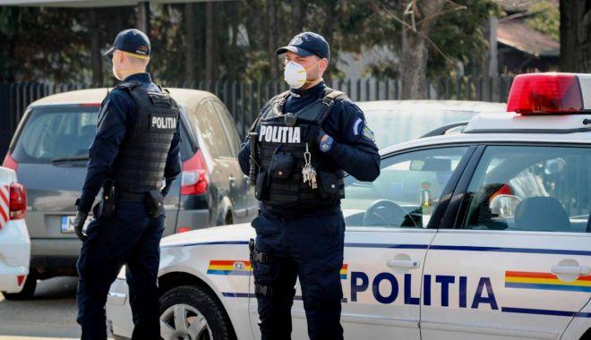 Un bărbat din Tulcea a fost atacat de trei femei pe stradă, apoi le-a amenințat cu o seceră - politia-1593251572.jpg