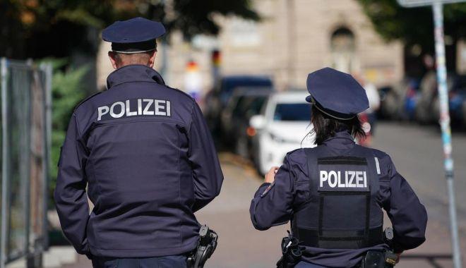Caz șocant în Germania. Copii găsiți înfometaţi într-un camion românesc - politia-1614430697.jpg
