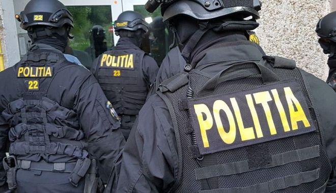 Percheziţii în Constanţa şi alte şase judeţe, la o reţea acuzată de contrabandă calificată - politiaperchezitii-1607701046.jpg