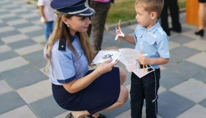 Polițiștii, alături de elevi la început de an școlar - politiaromana640x400-1568031102.jpg