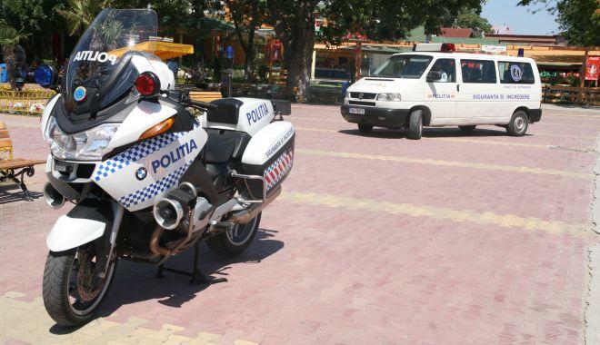 Foto: Polițist pe motocicletă, lovit de o mașină. Se îndrepta către un accident mortal!