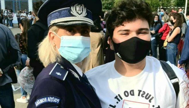 Poliţiştii, alături de elevi la începutul anului şcolar - politistiialaturi-1631531304.jpg