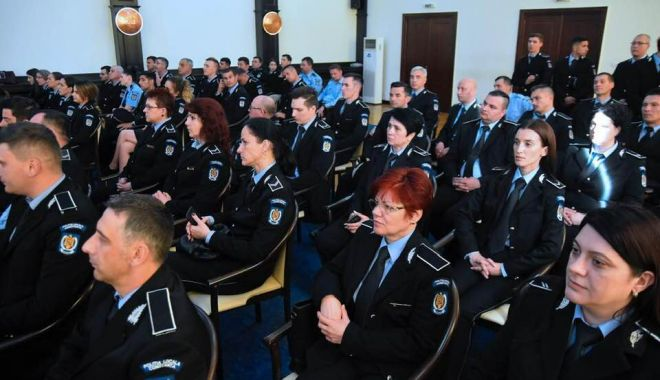 Polițiștii locali, premiați pentru merite deosebite, chiar de ziua lor - politistiilocali-1558548920.jpg