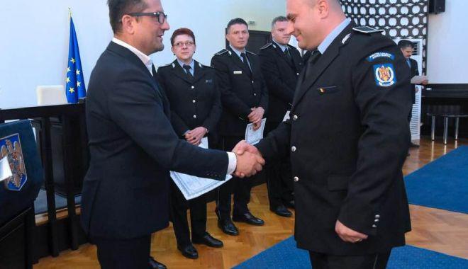 Polițiștii locali, premiați pentru merite deosebite, chiar de ziua lor - politistiilocali1-1558548864.jpg