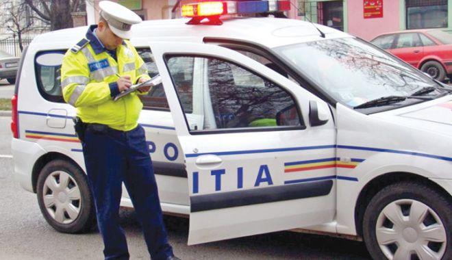 Foto: Șoferi care transportau buletine de vot, prinși băuți de polițiști