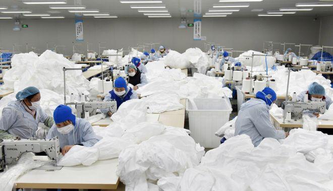 Foto: Polonia primește teste și echipament de protecție din China