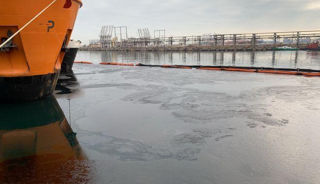 Poluare cu păcură în Portul Constanța - poluareportsursagardademediucta-1607265438.jpg