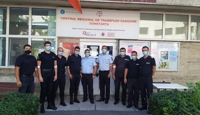 Pompierii constănțeni salvează vieți donând sânge! - pompieriidoneazasangesursaisudob-1600697876.jpg