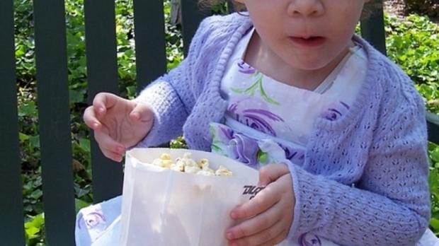 Copil de un an și jumătate, MORT din cauza unui grăunte de POPCORN - popcorn92734700-1558521026.jpg