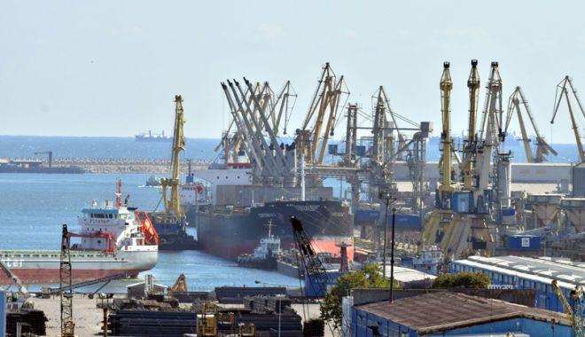 Foto: MII DE TONE DE AZOTAT DE AMONIU, depozitate în Portul Constanța