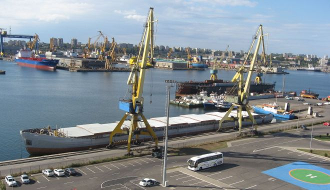 Foto: Portul Constanța așteaptă de prea mulți ani să fie scos din starea de semi-izolare