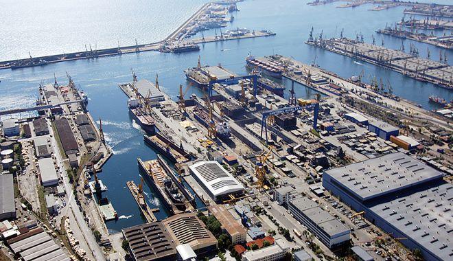 Foto: Portul Constanța așteaptă de două decenii să fie invadat de centrale eoliene și solare