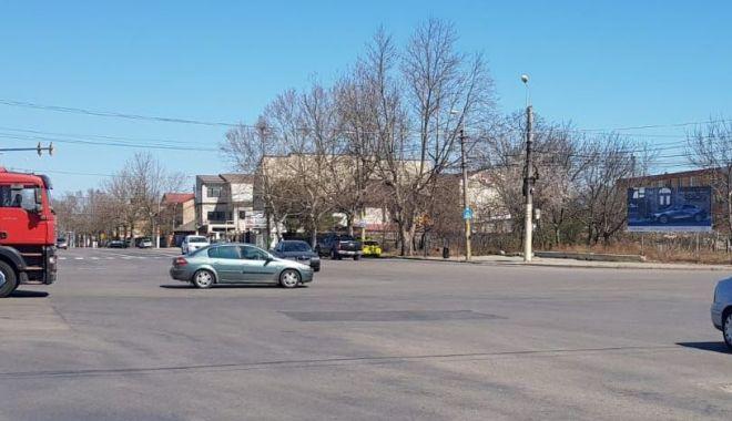 Ce carantină, ce stare de urgență? Străzi pline de mașini, la Constanța.