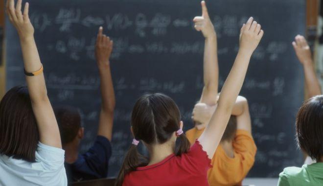 Iohannis a promulgat legea referitoare la reducerea numărului de ore în învățământ - pozainvatamint2-1574085071.jpg