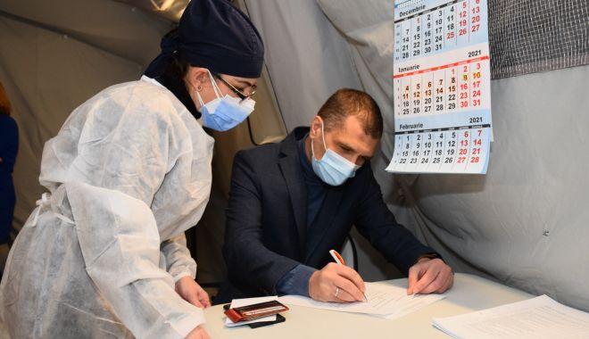 Prefectul Constanţei, Silviu Coşa, vaccinat împotriva COVID-19 - prefect-1611243142.jpg