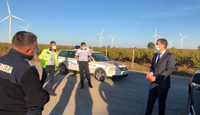 Carantină la Fântânele. Poliţia păzeşte intrarea şi ieşirea din localitate - prefectulfantanele-1603377675.jpg